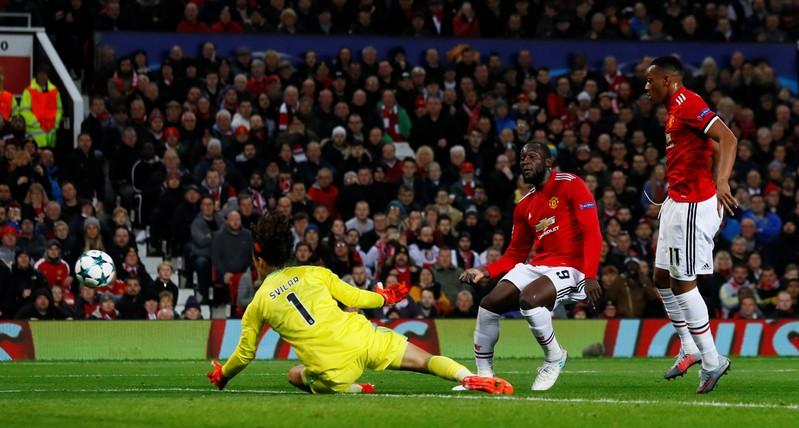 Manchester United's Romelu Lukaku shoots at goal but is given offside.    Action Images via Reuters/Jason Cairnduff