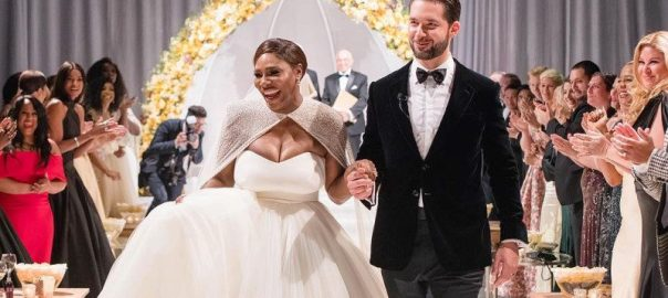 Serena Williams weds Alexis Ohanian. [Photo news: www.usmagazine.com]