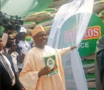 Kebbi State governor, Gov Atiku Bagudu, launching locally produced rice in Ogun state. [Photo credit: Kebbi State twitter handle]