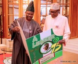 President Muhammadu Buhari (r) receiving Birthday Card from Gov Ibikunle Amosun of Ogun State during the 75th Birthday Celebration of President Buhari at the Presidntial Villa in Abuja on Sunday (17/12/17) 06850/16/12/2017/Callistus Ewelike/NAN