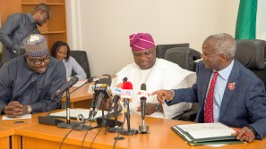Hon. Minister of Power, Works & Housing, Mr Babatunde Fashola,SAN(right),Minister of State, Hon.Mustapha Baba Shehuri(left) and Governor of Lagos Mr Akinwunmi Ambode(middle) during the Formal Handing Over of the Presidential Lodge, Marina, Lagos, to the Government of Lagos State at the Ministry of Power, Works & Housing Headquarters, Mabushi, Abuja, on Tuesday 12th, December 2017.
