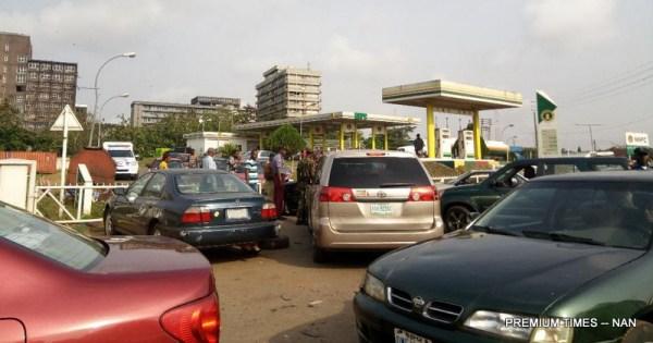 Rowdy NNPC mega filling station as fuel scarcity persist in Benin on Tuesday (19/12/17). 06915/ 19/12/2017/ Igbaugba Ehigimetor/JAU/BJO/NAN