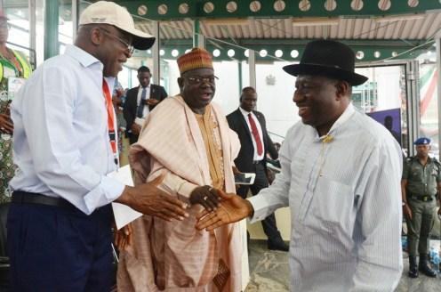 From left: Former Senate President, Sen. David Mark; former Governor of Niger State Babangida Aliyu; and former President, Goodluck Jonathan during the PDP National Convention in Abuja on Saturday (9/12/17). 06681/9/12/2017/Albert Otu/NAN