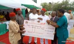 Enugu Governor Ugwuanyi disburses N2.25 billion to 450 autonomous communities for development projects