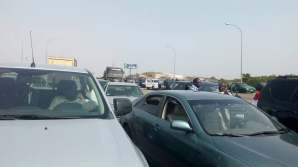 Gridlock on Abuja's airport road as marketers protest quit notice. [Photo credit: PREMIUM TIMES}