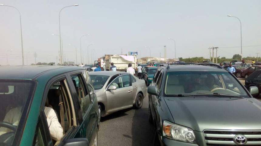 Umrah Banner: Gridlock On Abuja's Airport Road As Marketers Protest Quit
