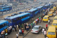 Nigerians lineup to board BRT buses used to illustrate the story