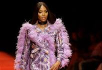 Naomi Campbell at strutting the runway at the 2018 Arise Fashion Week