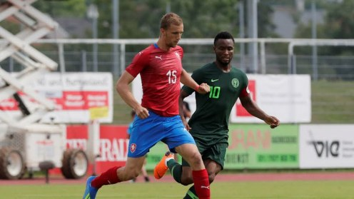 Mikel Obi slugging it out with a Czech Player