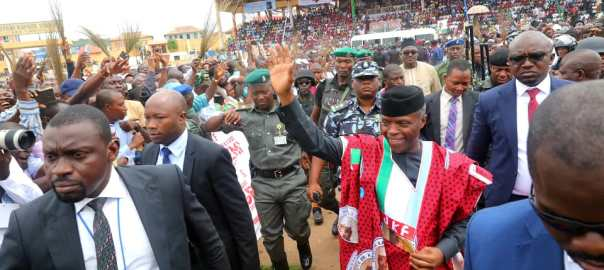 Vice President Yemi Osinbajo, SAN, now in Ekiti State to flag off the Governorship campaign of APC candidate, Dr. Kayode Fayemi, for the July 14, 2018 guber election. Novo Isioro. [Photo credit: Official Twitter page of the Vice President, Yemi Osinbajo]