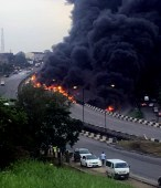 Pic.30. Ball of fire and smoke bellow from tankers explosion on Otedola Bridge, Lagos-Ibadan Expressway on Thursday (28/6/18). 03474/28/6/2018/Olatunde Okoya/BJO/NAN