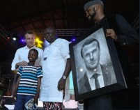French President, Emmanuel Macron alongside Lagos state governor, Akinwumi Ambode, Banky W and Kareem Olamilekan the artist. [Photo credit: Thisday official twitter acount]