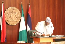 Pic.19. President Muhammadu Buhari signing executive order number 6 at the Presidential Villa in Abuja on Thursday (5/7/18). 03616/5/7/2018/Sumaila Ejiga/JAU/NAN