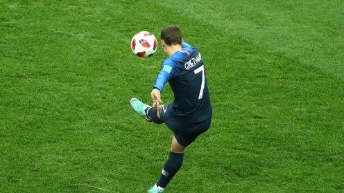 Greizman takes the free kick
