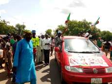 Hundreds rally in support of senator who defected to PDP