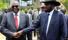 South Sudan President Salva Kiir (R) shakes hands with former rebel leader and First Vice-President Riek Machar (L) after a new unity government was sworn-in, Juba, South Sudan, 29 April 2016. South Sudan President Salva Kiir named a new unity government sharing power with former rebel leader Riek Machar, ending a conflict that erupted since mid-December 2013. According to peace agreement, the interim government will govern for the next 30 months before holding general elections. EPA/PHILLIP DHIL