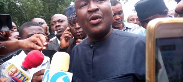 Senator Isa Misau speaking to newsmen during the National Assembly DSS shutdown