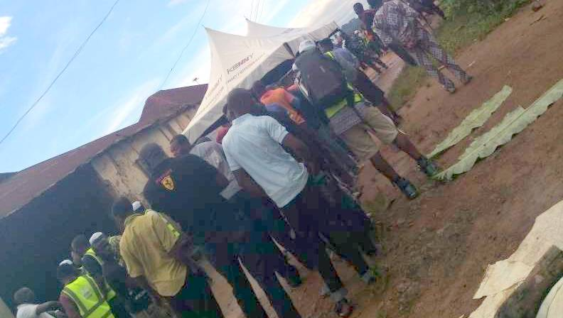 About 50 voters standing in cue at PU 12 ward 7 of Adereti Village of Ife South LGA, Osun State.