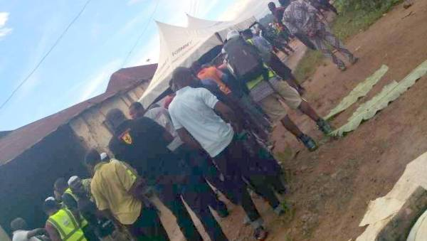 voters standing in queue