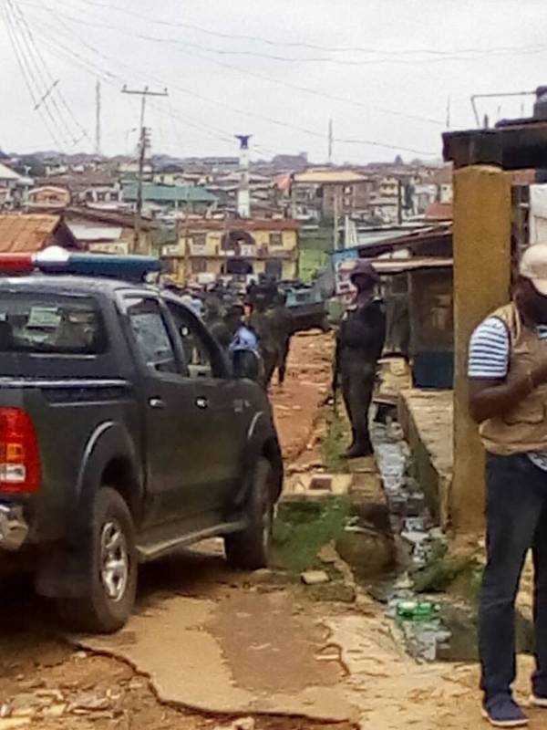 Streets leading to polling units where election is currently ongoing in Osogbo fully militarised. Soldiers, police, SSS, NSCDC officials are standing guard in adjourning routes to the pu 17, Ward 5 of the LGA.