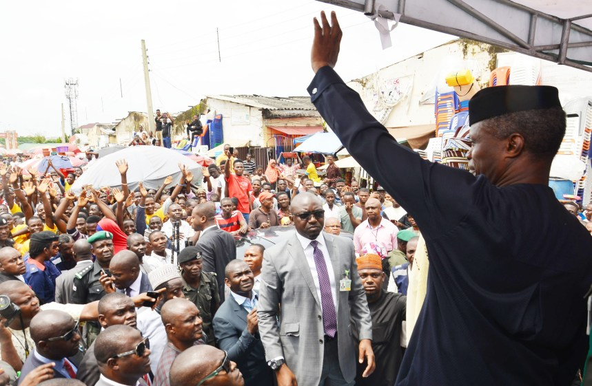 FILE PHOTO: Vice President Yemi Osinbajo (R), addressing the Market traders at the Utako Market during the launch of TraderMoni in Abuja on Thursday (6/9/18). 04818/6/9/2018/Ibrahim Sumaila/JAU/NAN