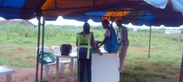 6.56a.m. Corps members setting up at Alajue 2 PU, ward 5, Ede South