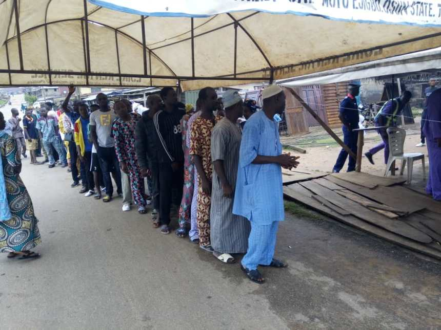 As at 9:00am, accreditation and voting has already commenced simultaneously in 15 PUs in 5 of the wards visited in Ejigbo town, Ejigbo LGA. Asides minor scuffles by voters that cued of in long lines, the process has been hitchfree so far. The cubicles were placed sideways so that to ensure voter secrecy as INEC promised. Earlier signs of rain has reduced as the weather starts getting clearer. There were delays due to hitches caused by some malfunctioning card readers in ward 1, unit 5 at Bada Sakasaka. There was a bit of exchange of words between voters cueing up at Ward 1, unit 1 in Ejigbo town hall, directly opposite the central Mosque. The total number of registered voters there is 739. Voting continued normally at all units in Ward 2: unit 4 in Ogbabijo area; unit 10 a and b, DC primary school, Iwo road; unit 5 in Elejigbo has 540 registered voters while Unit 6 in Aromadu area boasts of 714 and unit 13 in Aluokoso a shy less with 451 registers voters. Ward 3: unit 1 in Beulah Baptist School is with the highest number of registered voters so far, 1,053. However, there was no hitches. Ward5: As at 9:20am, there was increased presence of security personnel at some units in ward 5. While unit 3 in Akinde/Asaru road appear normal, irregular movement and accosting of voters by party agents was noticed at unit 4 directly opposite Ayegbogbo primary health Centre in Ejigbo town.