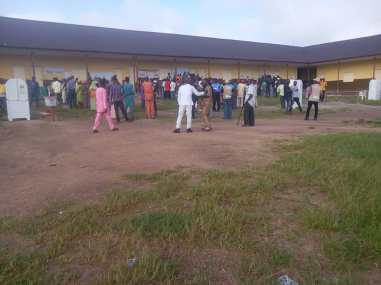 8:48 am at community primary school, Oke-ola, Modakeke Ward C, Ife East. There are 3 VPs in this unit and voters are on the queue but voting have not started.