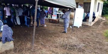 At 10:01am PU 003, WARD 7 IDOO, Egbedore LGA. There election processes are in progress. The PO stated that there has not been any issue card reader.