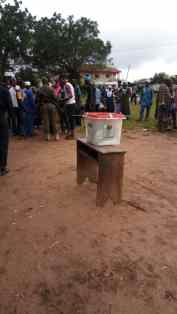 10:21am Ward 8, Unit 7a, Irewole LGA. Party agents in heated arguments over who to help a voter. Security officials have however intervened.
