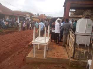 9:17 am ,at Akodi Bada, Modakeke ward 3, PU 6, Ife East. LG .There are three Voting Polls in this unit and voting is ongoing.