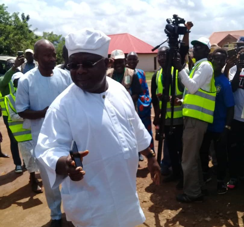 At 11:05 am ,Senator Omisore arrived PU 3,ward 1, Ife east to cast his vote