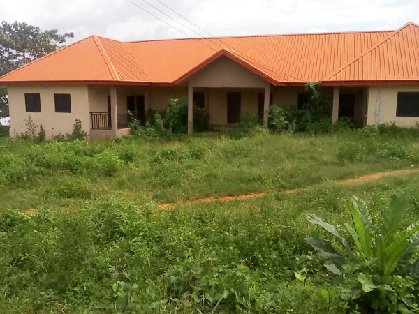 Completed, but abandoned medium primary health centre, Atosin, Idanre