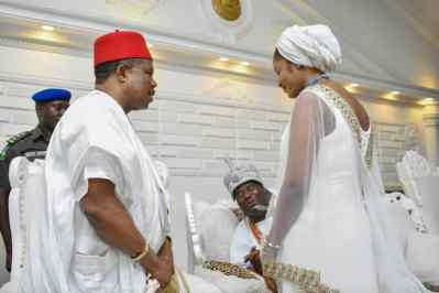 GOVERNOR OBIANO OF ANAMBRA VISITS OONI OF IFE AND WIFE, WISHES THEM A SUCCESSFUL MARRIAGEGOVERNOR OBIANO OF ANAMBRA VISITS OONI OF IFE AND WIFE, WISHES THEM A SUCCESSFUL MARRIAGE