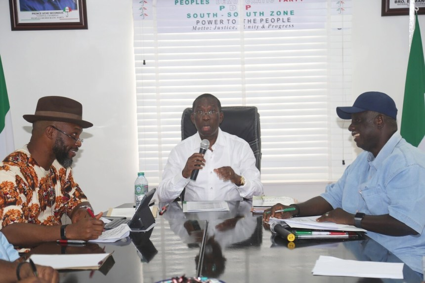 Delta State Governor, Senator Ifeanyi Okowa (middle); South-South PDP National Vice Chairman, Bro. Emmanuel Ogidi (right) and Hon. Osita Chidoka, during a Closed door meeting of PDP Convention Planning Committee, in Port Harcourt. PIX ; JIBUNOR SAMUEL.