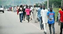 Members of Islamic sect, Shi'ite turning back after sighting Security men on Abuja-Zuba Expressway in Abuja on Monday (29/10/18).