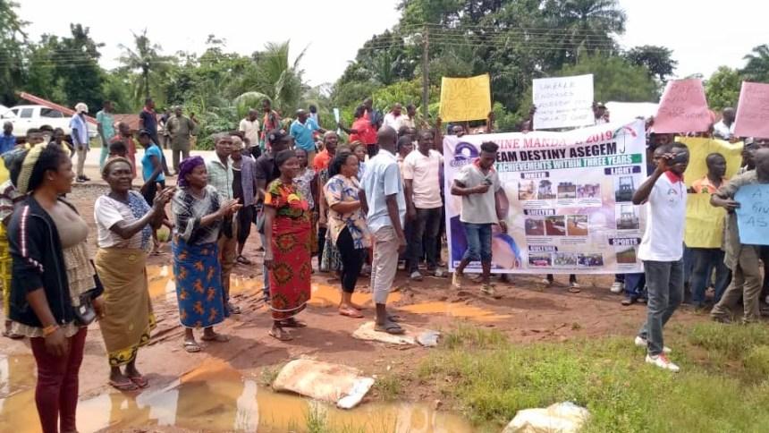 Protesting Ukelle communities