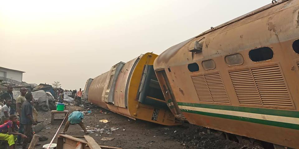 Train derails in Lagos, one killed