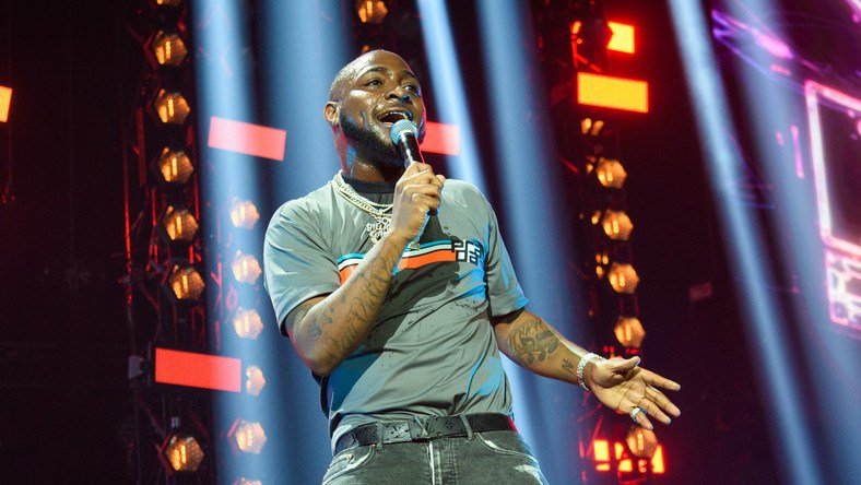 Davido performed at the 50 Cent party alongside music heavyweights, Trey Songz, Fabulous, Snoop Dogg, Camila and Jacques.