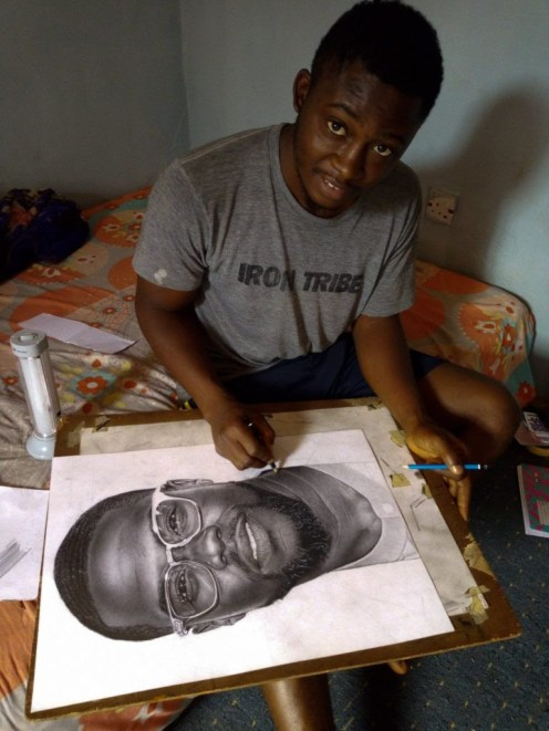 Eli Waduba working on a pencil drawing of Kevin Hart