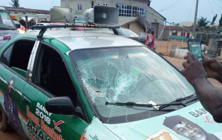 The car of Ebenezer Adeniyan attacked by hoodlums