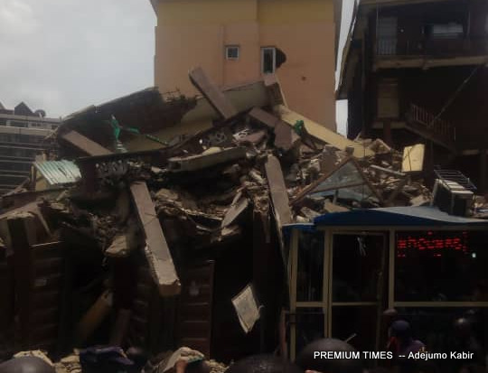 Picture of the collapsed building [Photo: Adejumo Kabir]
