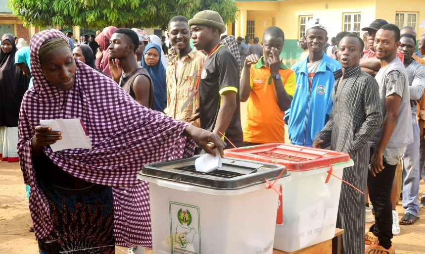 Voters voting at the Nomadic Primary School, Polling Unit , at Tudun-Fulani , during the FCT Area Council at Bwari Area Council in Abuja on Saturday (9/03/19). 02036/9/3/2019/Sumail Ibrahim/JAU/NAN