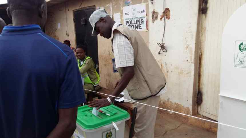 At 8:09 PU 027 WARD 013 TUNDU WADA JOS NORTH LGA PLATEAU STATE an observer casting his vote
