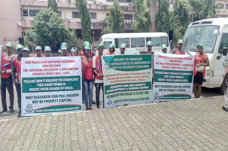 Nigerian Researchers Protest over non accent to bill