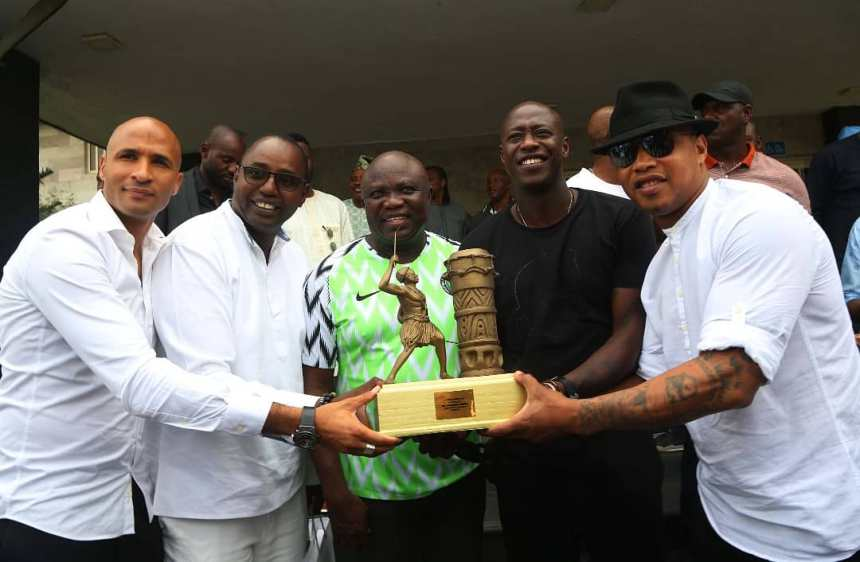 Gov. Akinwumi Ambode [in Super Eagles Jersey] pose with African football legends [Photo: @AkinwunmiAmbode]