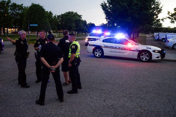 12 Killed in Rampage at Municipal Center in Virginia12 Killed in Rampage at Municipal Center in Virginia [Photo: The New York Times]