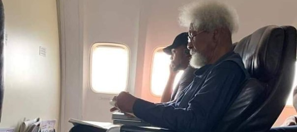 Wole Soyinka on the Airplane (Photo: Twitter)