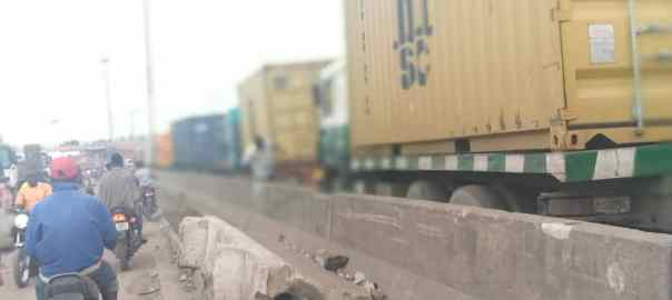 Trucks on the Oshodi-Apapa port road