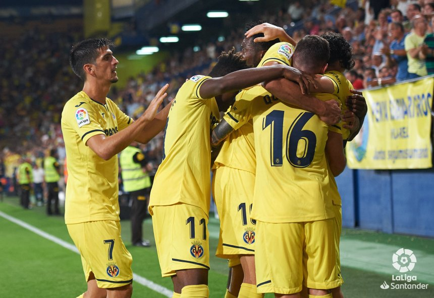 Villareal celebrating after a goal was scored, Chukwueze scored one of the goals (Photo Credit: La Liga on Twitter)